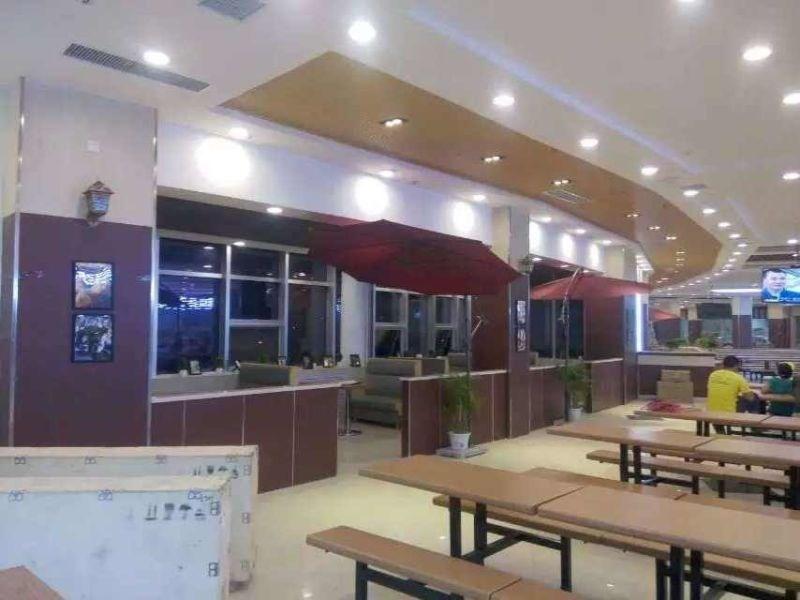 味邦餐饮集团是一家集食堂承包管理、团体营养配餐服务、大型食堂厨房规划、设计、开发与管理的大型餐饮服务企业。集团主要面向各类院校、国家机关、部队、企事业单位和写字楼,输出成熟的餐饮管理模式,提供全面的餐饮服务。 集团旗下子公司北京味邦餐饮管理有限责任公司、河南味邦餐饮管理服务有限公司及河南家之味餐饮管理有限公司,经过多年的行业打拼和市场洗礼,已经建立了一套专业化的餐厅管理体系,拥有了一批高素质、经验丰富的经营管理团队,培养和造就了一批热爱餐饮行业的员工队伍,并形成符合现代餐饮发展趋势的特色经营模式,在国内团