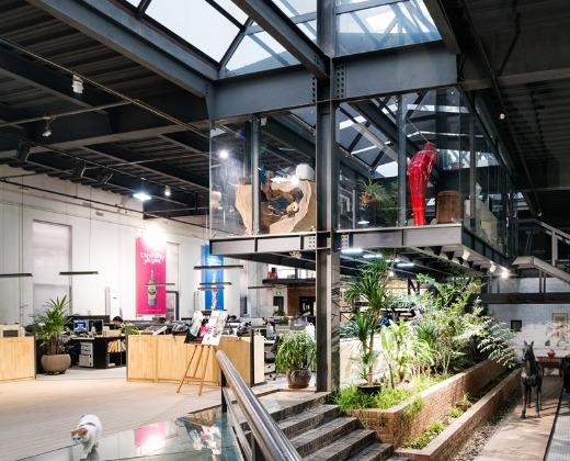 已从单一的品牌视觉设计拓展至品牌形象,空间环境,展览展示及产品设计图片